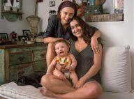 Carol Machado e mulher, Kika Motta, posam com a filha, Tereza: 'Família natural'
