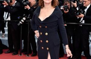 Susan Sarandon, aos 69 anos, ousa com fenda e decote poderosos em Cannes 2016