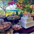 Preta Gil e Rodrigo Godoy comemoram um ano de casados: na decoração da festa íntima, um bolo com a Igreja do Quadrado, símbolo de Trancoso, marcava presença
