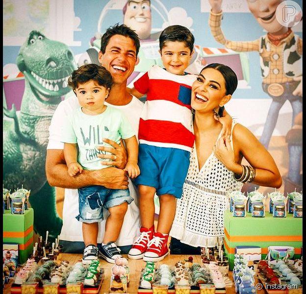Juliana Paes, mãe de Antônio e Pedro, não pensa em adotar um terceiro filho, como contou em entrevista nesta quarta-feira, dia 18 de maio de 2016