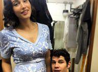 Débora Nascimento posa com barriga falsa de grávida e José Loreto tieta: 'Linda'