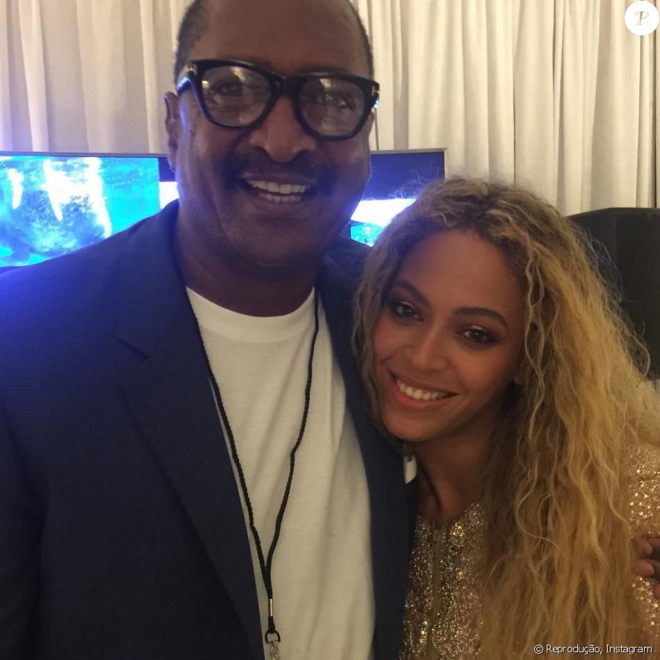 Beyoncé aparece em foto com o pai, com quem havia rompido, e fãs vibram: 'Bênção'