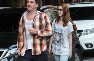 Namorado de Nathalia Dill joga resto de cigarro no chão e é multado, no Rio