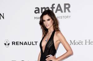 Alessandra Ambrosio ousa com decote e fenda no baile da amfAR em Cannes. Fotos!