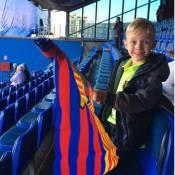 Filho de Neymar, Davi Lucca vai ao estádio torcer pelo Barcelona na Copa do Rei