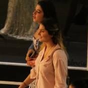Sasha Meneghel passeia com amigas em shopping antes de embarcar para os EUA