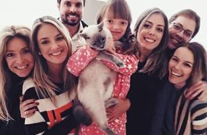 Ticiane Pinheiro posa abraçada com primeira mulher de Roberto Justus: 'Amo!'