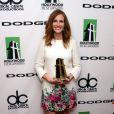 A atriz Julia Roberts apostou em um vestido Elie Saab e sapatos Rupert Sanderson para comparecer ao Hollywood Film Awards, em Los Angeles, na última segunda, 21 de outubro de 2013