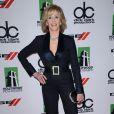 A atriz Jane Fonda apostou em um modelito da coleção de primavara 2013 de Reem Acra para comparecer ao Hollywood Film Awards, em Los Angeles, na última segunda, 21 de outubro de 2013