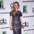 A atriz Julie Delpy apostou em um vestido de renda azul para comparecer ao Hollywood Film Awards, em Los Angeles, na última segunda, 21 de outubro de 2013