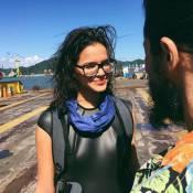 Bruna Marquezine usa óculos de grau e recebe elogio de Tiago Iorc: 'Roupa mara'
