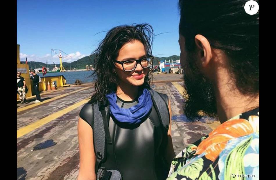 Bruna Marquezine posou usando óculos em foto dos bastidores do filme   Rio-Santos  8eace8c4e9