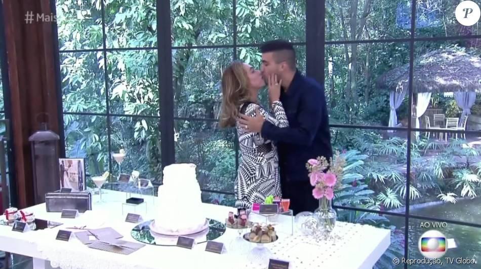 André Marques e Cissa Guimarães trocam alianças e se beijam no 'Mais Você' desta quinta-feira, 26 de maio de 2016