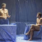 Juliano Cazarré surge nu em programa apresentado por Michel Melamed. Fotos!