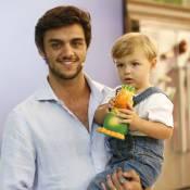 Felipe Simas impede filho de ver cenas de 'Totalmente Demais': 'Não entende'