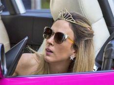 'Totalmente Demais': Fedora quase atropela Carolina. 'Capa da sua revista'