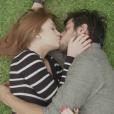 Eliza (Marina Ruy Barbosa) ficou com Jonatas (Felipe Simas) no último capítulo da novela 'Totalmente Demais', exibido em 30 de maio de 2016, e tiveram seu final feliz em Paris, na França