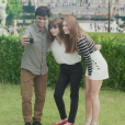 Eliza (Marina Ruy Barbosa) e Jonatas (Felipe Simas) tietaram a cantora britânica Gabrielle Aplinno no último capítulo da novela 'Totalmente Demais'