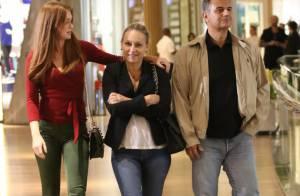 Marina Ruy Barbosa janta com os pais no shopping após fim de 'Totalmente Demais'