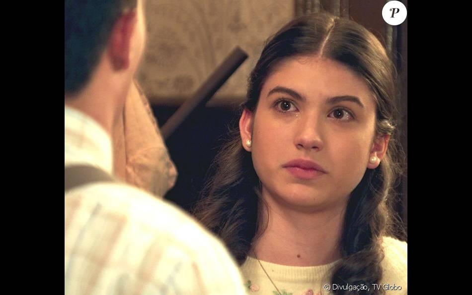 Certa de que vai morrer, Gerusa (Giovanna Grigio) termina com Osório (Arthur Aguiar), na novela 'Êta Mundo Bom!', em 9 de junho de 2016