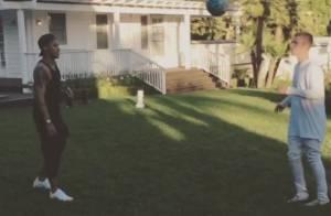 Justin Bieber e Neymar jogam bola na casa do cantor: 'De bobeira'. Veja vídeo!