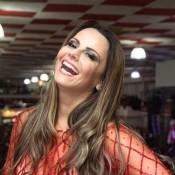 Viviane Araújo toca tamborim com a bateria do Salgueiro e fã elogia: 'Soberana'