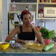 Protagonista da novela 'Escrava Mãe', Gabriela Moreyra mostra como fazer lasanha sem prejudicar a dieta