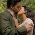 Miguel (Pedro Carvalho) e Juliana (Gabriela Moreyra) em cena de amor da novela 'Escrava Mãe'