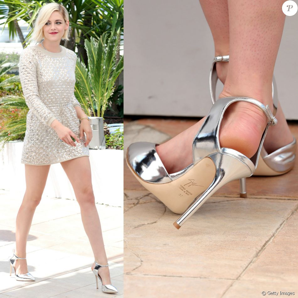 5281acee2e Kristen Stwart apostou em scarpins metalizados Giuseppe Zanotti para compor  seu look clean em Cannes