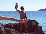 Rodrigo Simas tira a sunga em praia da Espanha e amiga cobre nudez: 'Tira a mão'