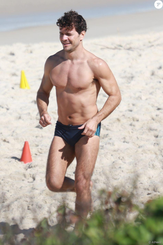 Daniel de Oliveira fez um treino funcional nesta quarta-feira, 15 de junho de 2016, na praia da Barra da Tijuca, no Rio de Janeiro