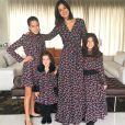 Vera Viel, mulher de Rodrigo Faro, e as três filhas do casal, Clara, Maria e Helena, com looks iguais