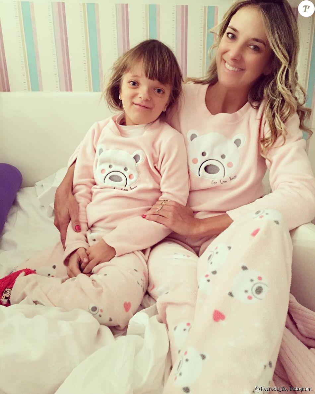 Ticiane Pinheiro se divertiu ao mostrar ela e a filha, Rafaella Justus, com pijamas iguais nesta quarta-feira, 15 de junho de 2016