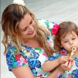 Bianca Castanho é mais uma famosa que adora vestir a filha, Cecília, com looks iguais aos seus