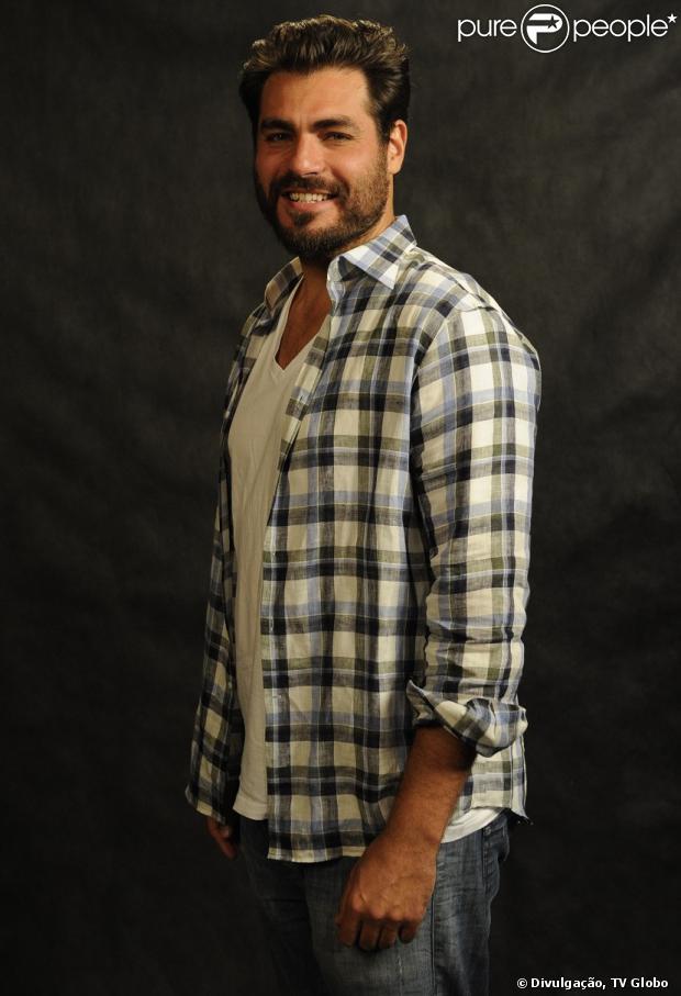 Thiago Lacerda adotou um visual barbudo para 'Joia Rara' (31 de outubro de 2013)