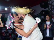Gracyanne Barbosa e Belo renovam votos de casamento em festa junina em SP