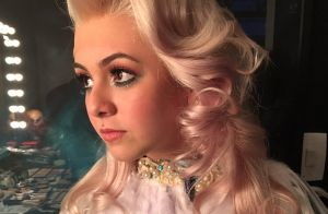 Klara Castanho surge com peruca loira para peça de teatro: 'Jane'. Fotos!