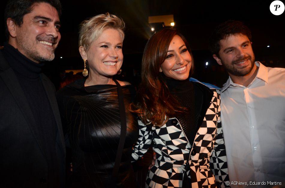 Xuxa Meneghel, Sabrina Sato, Junno Andrade e Duda Nagle se encontraram na estreia VIP de 'Os Dez Mandamentos - O Musical', na noite desta segunda-feira, 20 de junho de 2016