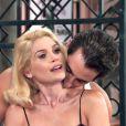 Sandra (Flavia Alessandra) seduziu Araújo (Flavio Tolezani) e propôs que os dois dessem um golpe em Anastácia (Eliane Giardini), na novela 'Êta Mundo Bom!'