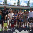No primeiro dia de viagem, Juliana Paes visitou um dos parques temáticos da Disney acompanhada de sua família, irmãos e sobrinhos