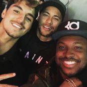 Neymar e Gabriel Medina se divertem em bar de Thiaguinho em SP: 'Não pode parar'