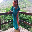 O vestido de tricot da marca Litt chamou atenção pela grande fenda que deixava a perna de Marina Ruy Barbosa à mostra