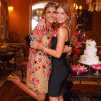 Na festa de noivado da amiga Dandynha Barbosa, Marina Ruy Barbosa usou vestido  preto bandage da grife Hervé Léger