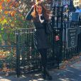 No frio do outono de Nova York, Marina Ruy Barbosa usou tons escuros para compor look