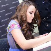 Larissa Manoela leva 4 mil fãs em lançamento de biografia: 'Grande momento'