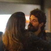 Maurício Destri é visto em clima de romance com morena e eles seguem para hotel