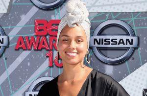 Alicia Keys vai sem maquiagem e de turbante para o BET Awards 2016. Veja fotos!