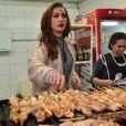 Sabrina já mostrou ser 'gente como a gente'. Recentemente, a artista vendeu churrasquinhos na porta do show de Ivete Sangalo, no Centro de Tradições Nordestinas (CTN), em São Paulo, para uma gravação de seu programa, que foi ao ar no sábado, 18 de junho de 2016