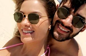 Gusttavo Lima e Andressa Suita curtem passeio de buggy: 'Dia de praia'. Vídeo!