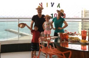 Wesley Safadão supera polêmica e curte festa junina com os filhos, Yhudy e Ysis